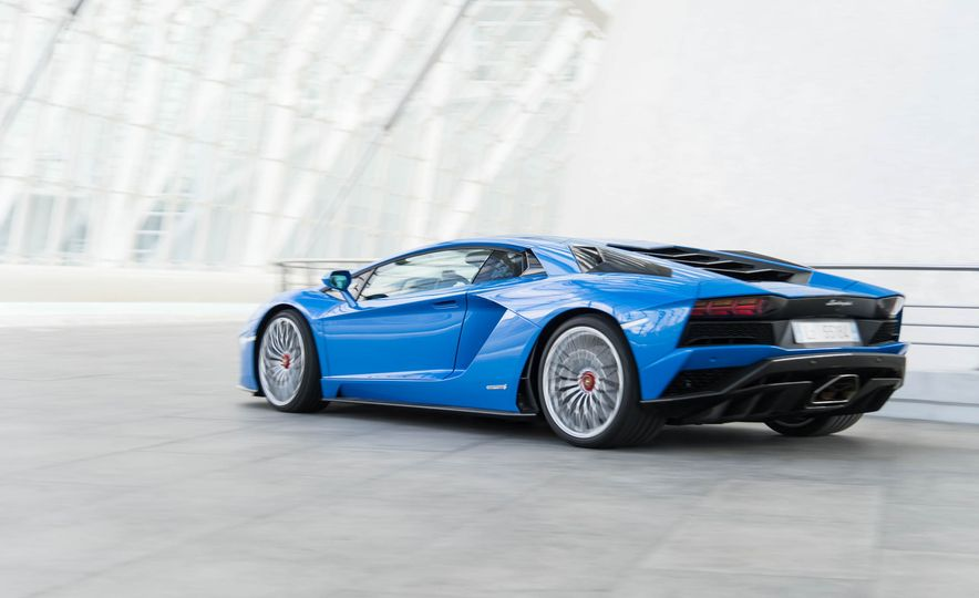 2017 Lamborghini Aventador S - Slide 21