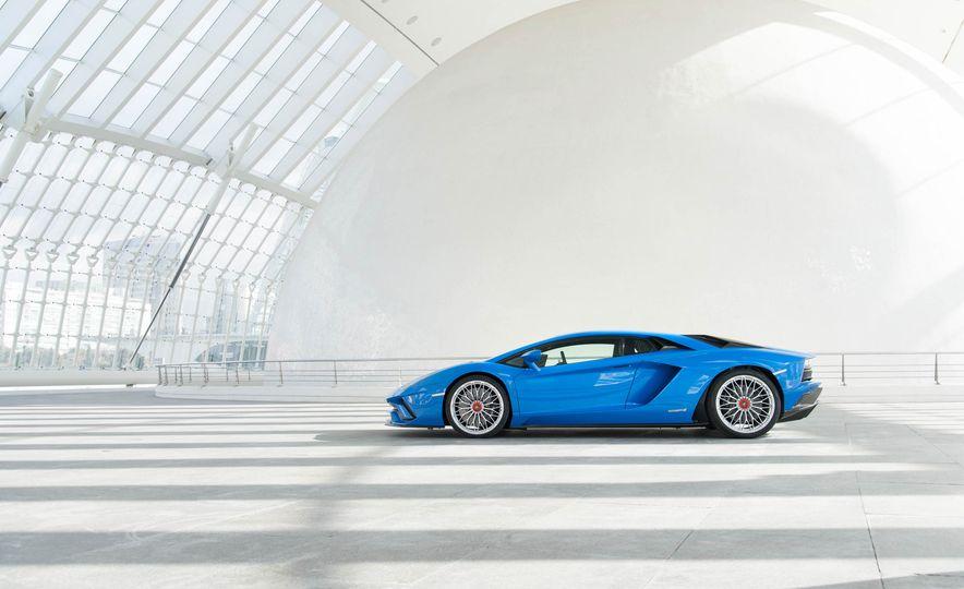 2017 Lamborghini Aventador S - Slide 23