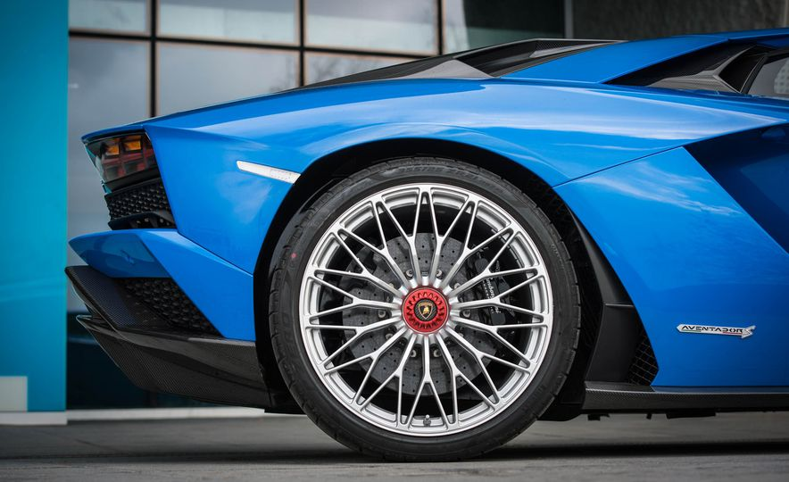 2017 Lamborghini Aventador S - Slide 31