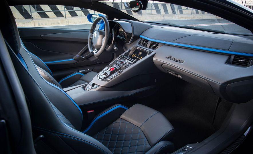 2017 Lamborghini Aventador S - Slide 34