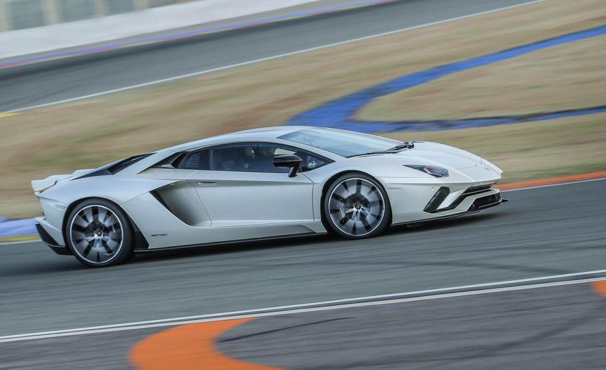 2017 Lamborghini Aventador S - Slide 66