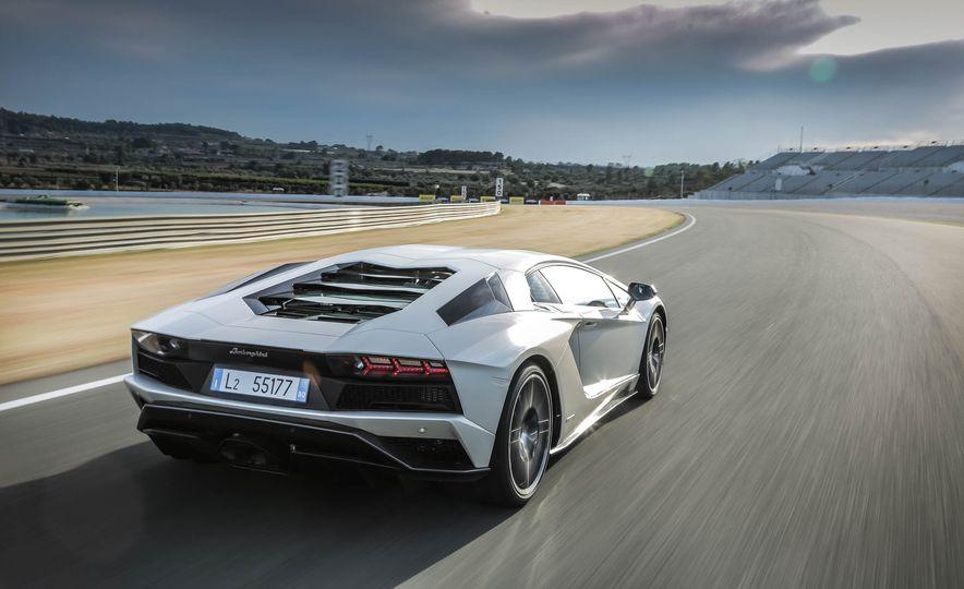 2017 Lamborghini Aventador S - Slide 68