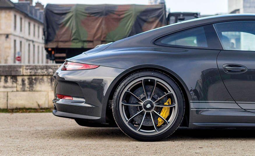 2016 Porsche 911 R - Slide 10