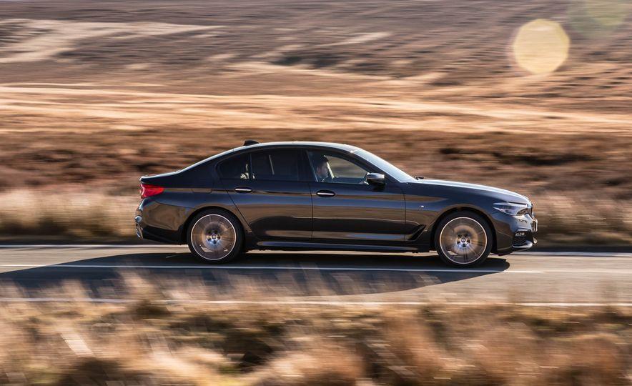 2017 BMW 530d xDrive M-Sport sedan (Euro-spec) - Slide 12
