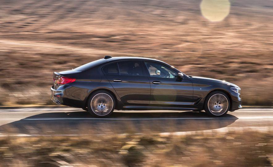 2017 BMW 530d xDrive M-Sport sedan (Euro-spec) - Slide 13