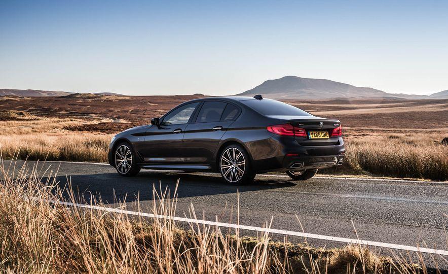 2017 BMW 530d xDrive M-Sport sedan (Euro-spec) - Slide 19