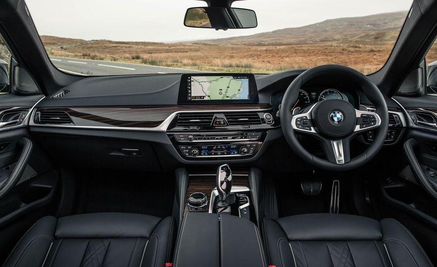 2017 BMW 530d xDrive M-Sport sedan (Euro-spec) - Slide 23