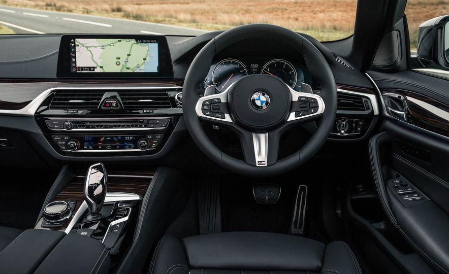 2017 BMW 530d xDrive M-Sport sedan (Euro-spec) - Slide 24