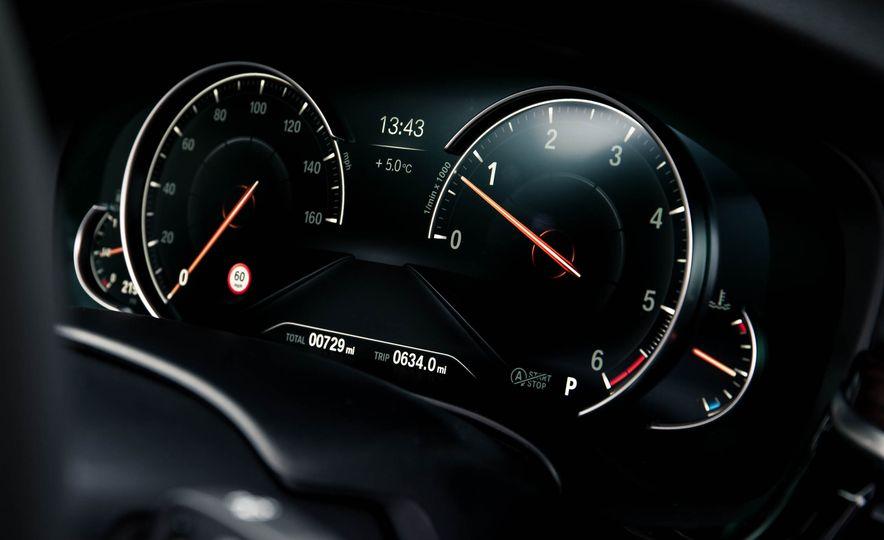 2017 BMW 530d xDrive M-Sport sedan (Euro-spec) - Slide 28