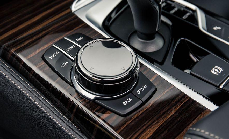2017 BMW 530d xDrive M-Sport sedan (Euro-spec) - Slide 31