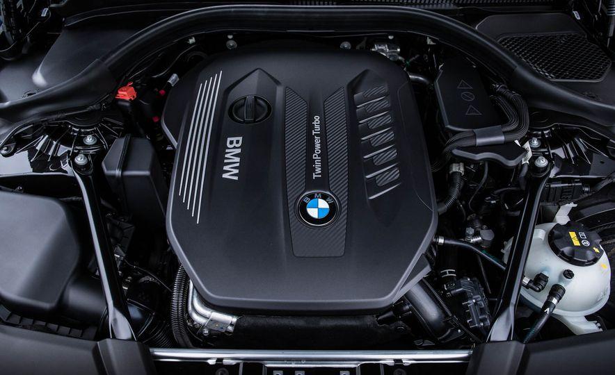 2017 BMW 530d xDrive M-Sport sedan (Euro-spec) - Slide 33