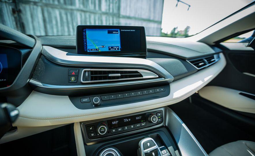 2017 BMW i8 – Overview - Slide 25