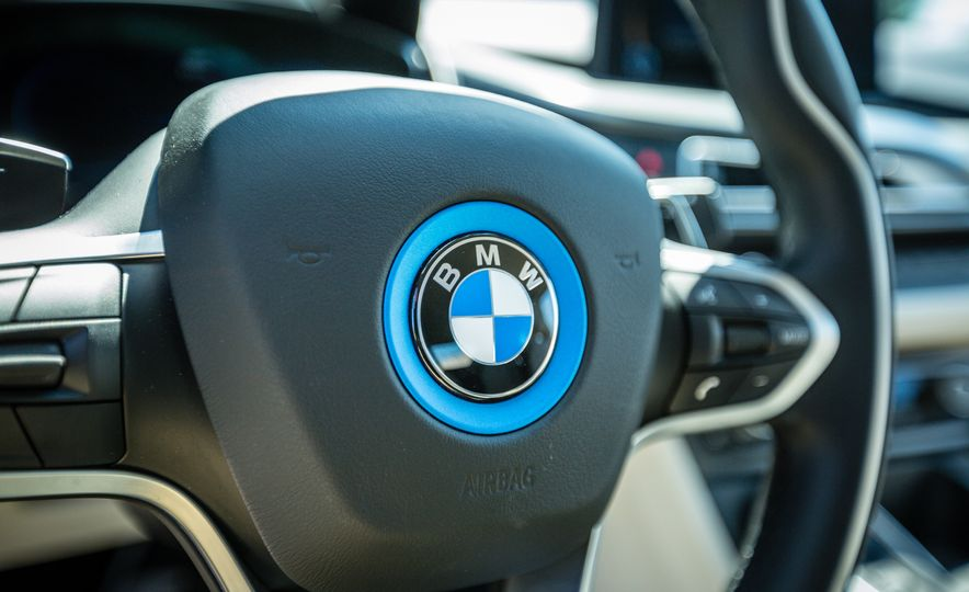 2017 BMW i8 – Overview - Slide 47