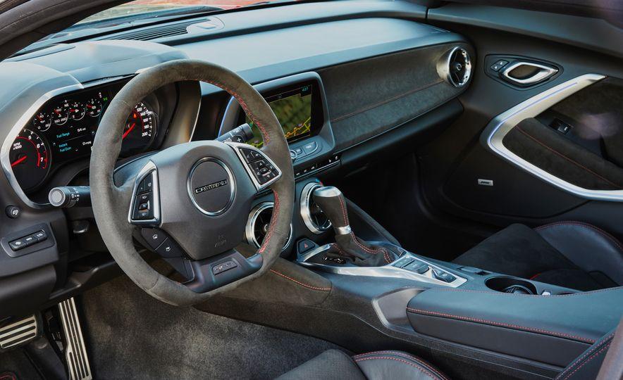 2017 Chevrolet Camaro ZL1 coupe - Slide 9