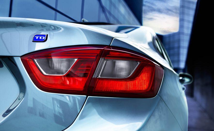 2017 Chevrolet Cruze diesel sedan - Slide 2