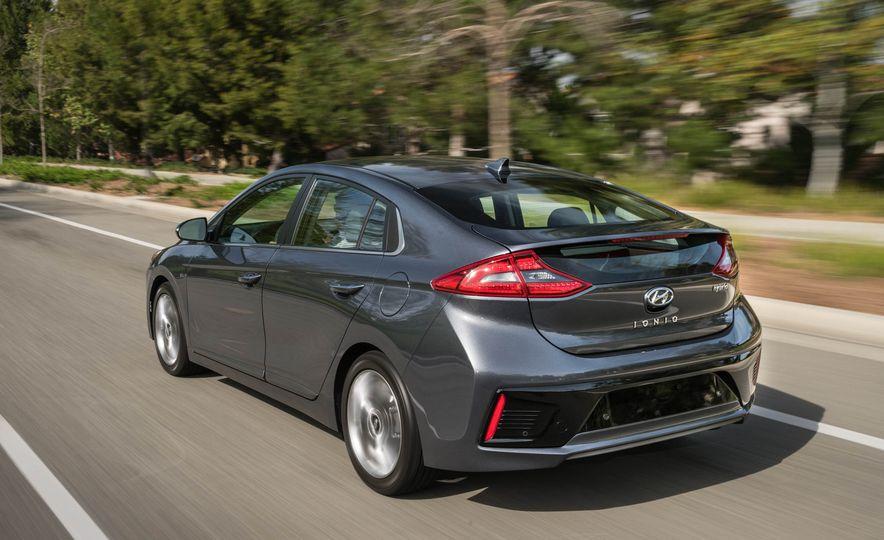 2017 Hyundai Ioniq hybrid - Slide 10