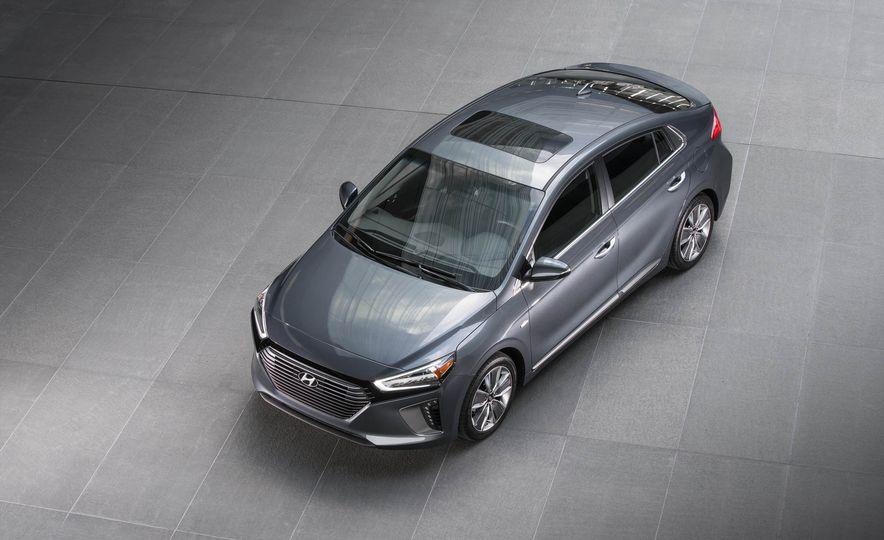 2017 Hyundai Ioniq hybrid - Slide 12