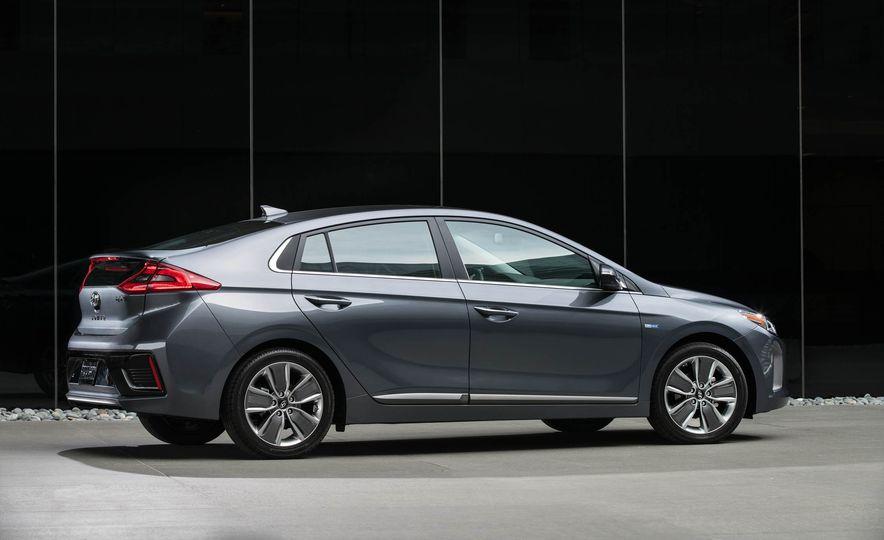 2017 Hyundai Ioniq hybrid - Slide 15