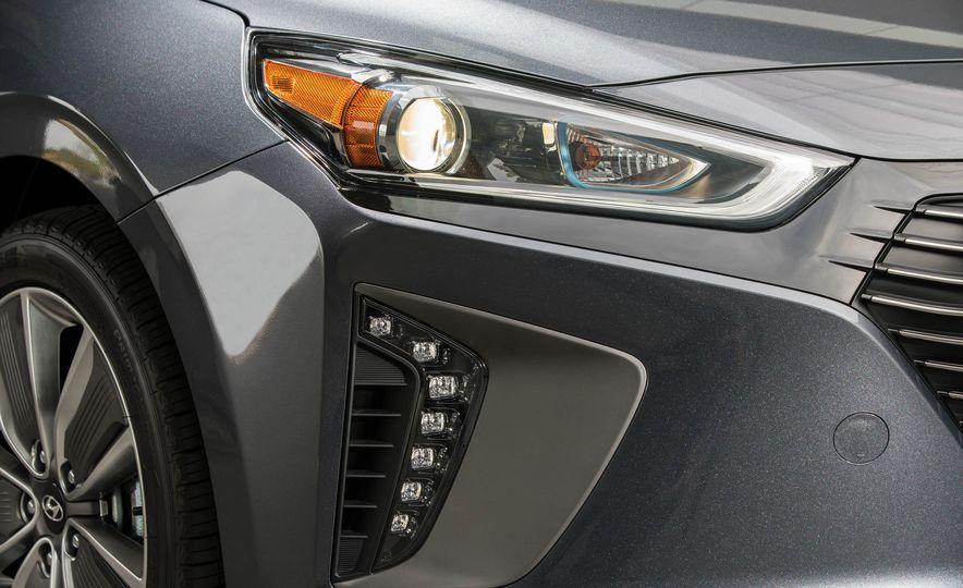 2017 Hyundai Ioniq hybrid - Slide 20