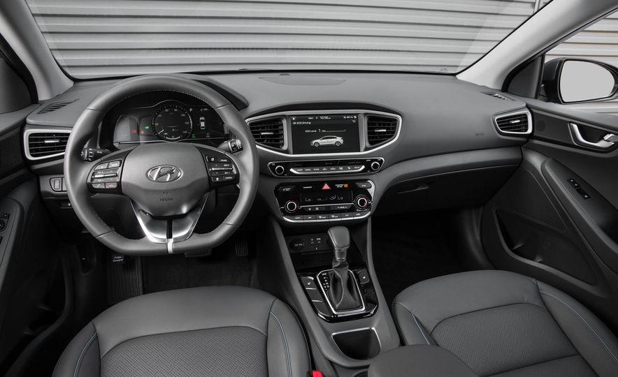 2017 Hyundai Ioniq hybrid - Slide 24