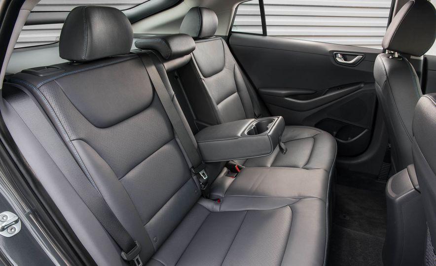 2017 Hyundai Ioniq hybrid - Slide 38