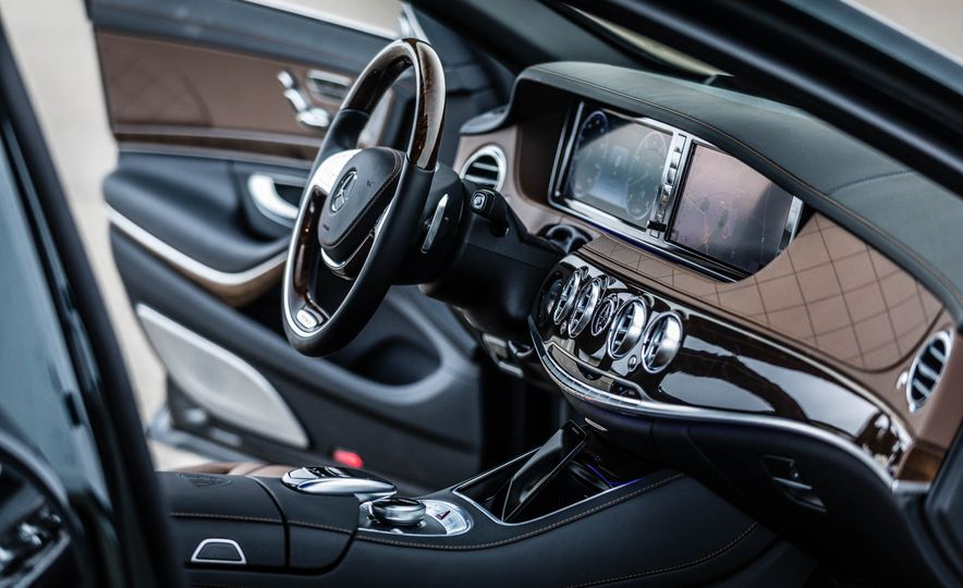 2017 Mercedes-Maybach S550 4MATIC - Slide 21