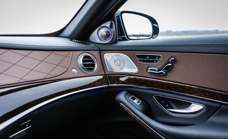 2017 Mercedes-Maybach S550 4MATIC - Slide 27