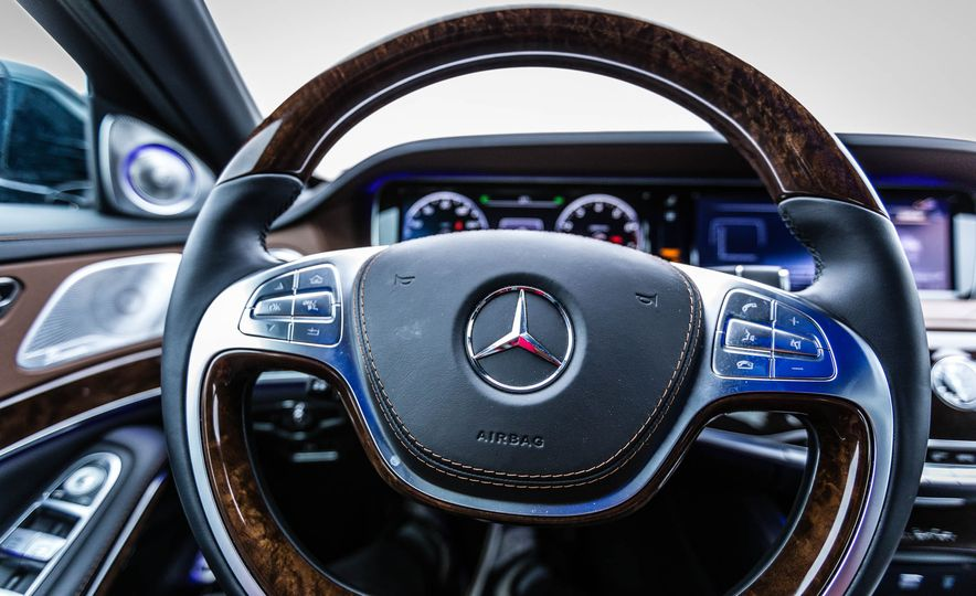 2017 Mercedes-Maybach S550 4MATIC - Slide 28