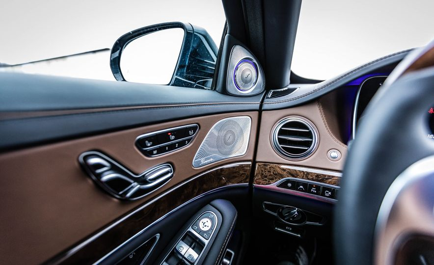 2017 Mercedes-Maybach S550 4MATIC - Slide 32