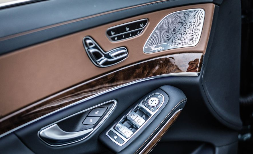 2017 Mercedes-Maybach S550 4MATIC - Slide 34