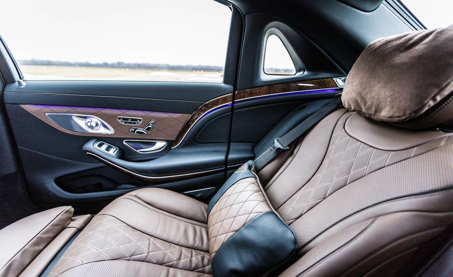 2017 Mercedes-Maybach S550 4MATIC - Slide 38