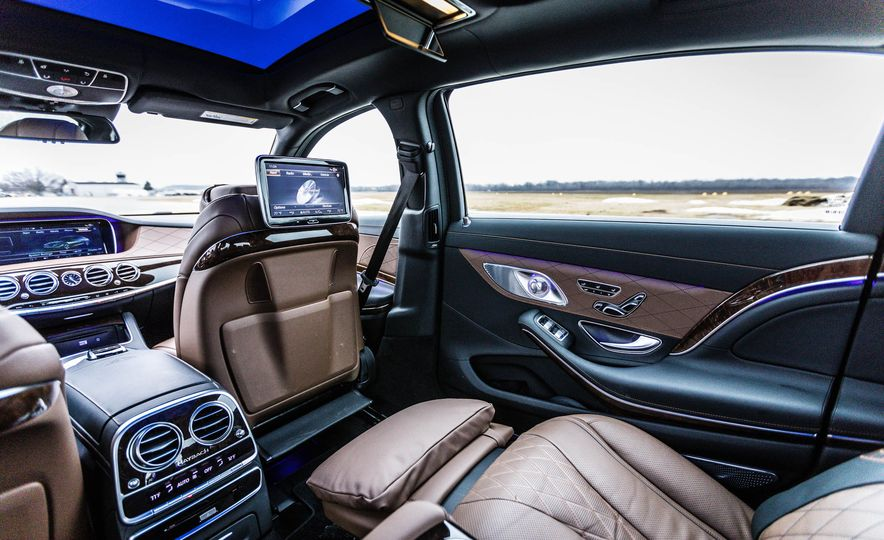 2017 Mercedes-Maybach S550 4MATIC - Slide 40