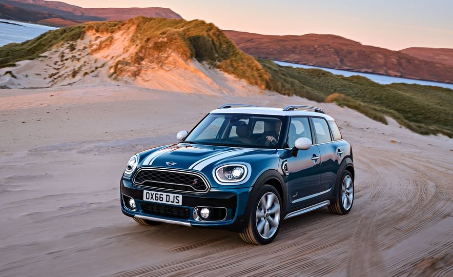 2017 Mini Cooper S Countryman ALL4 - Slide 8