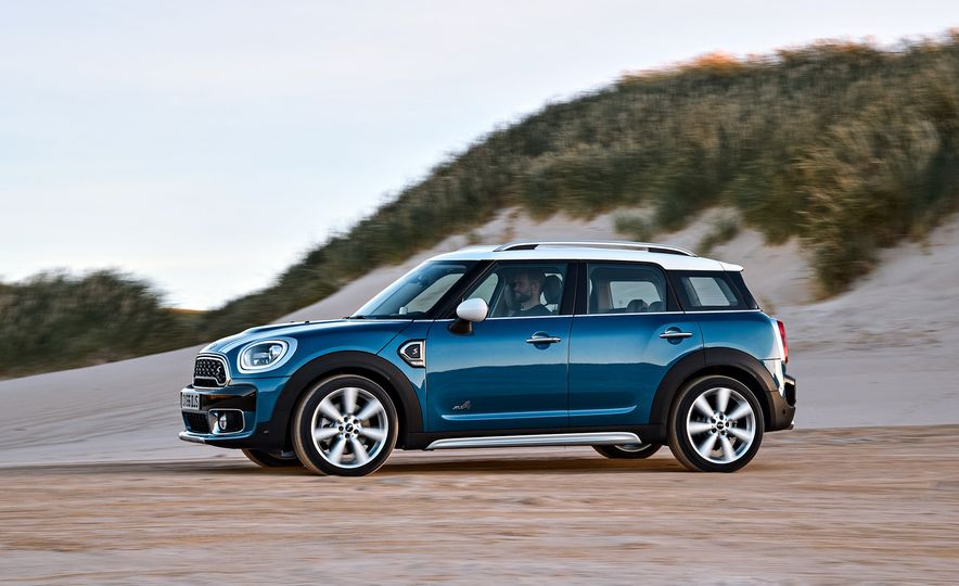 2017 Mini Cooper S Countryman ALL4 - Slide 9