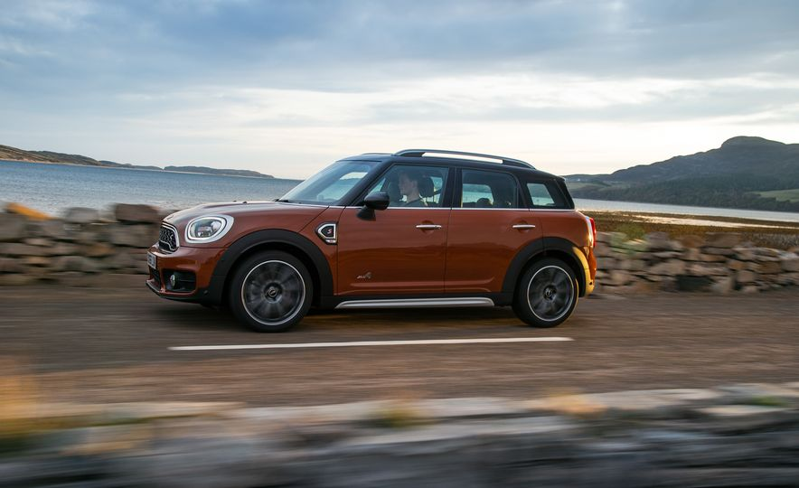 2017 Mini Cooper S Countryman ALL4 - Slide 31