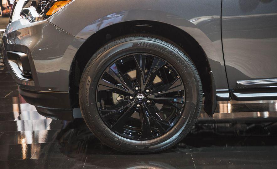 2017 Nissan Rogue Midnight Edition - Slide 4