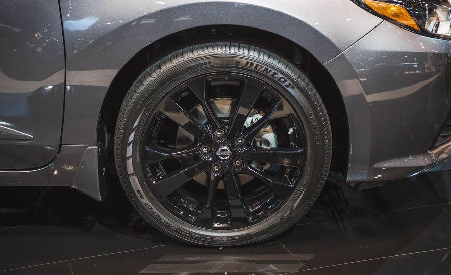 2017 Nissan Sentra Midnight Edition - Slide 7