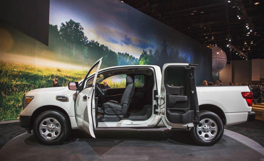 2017 Nissan Titan King Cab - Slide 5