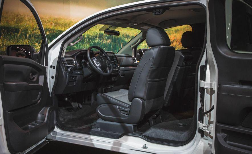 2017 Nissan Titan King Cab - Slide 6