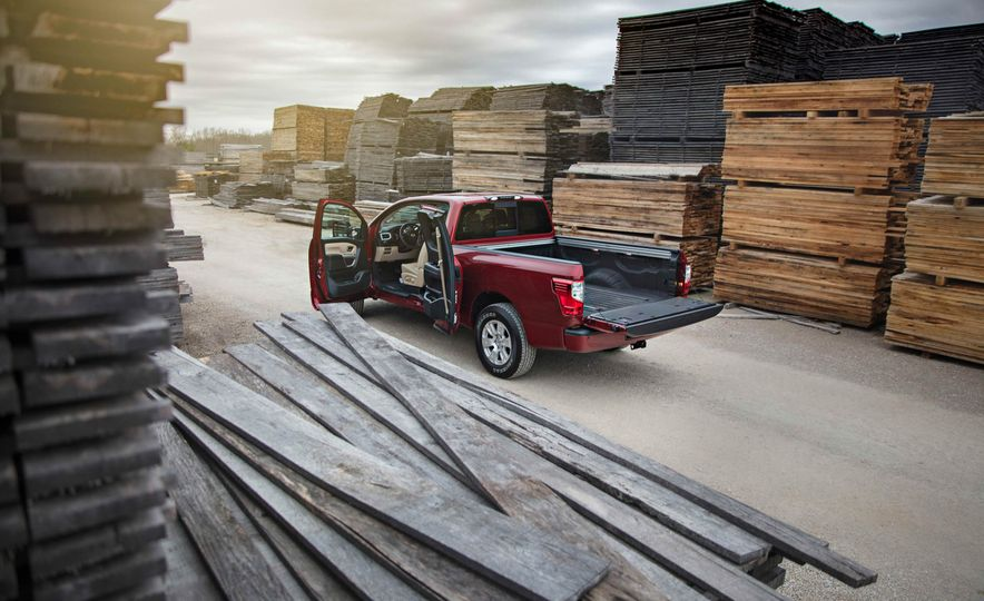 2017 Nissan Titan King Cab - Slide 14