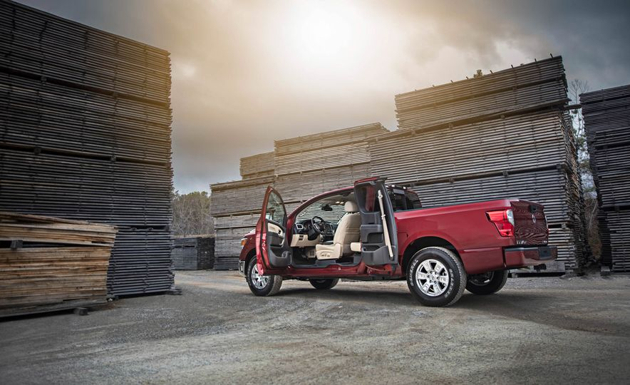 2017 Nissan Titan King Cab - Slide 15
