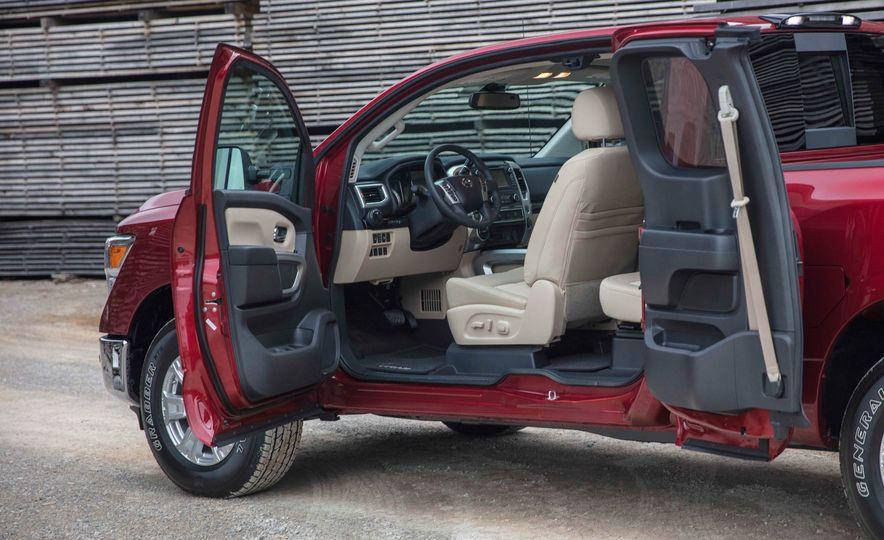 2017 Nissan Titan King Cab - Slide 16