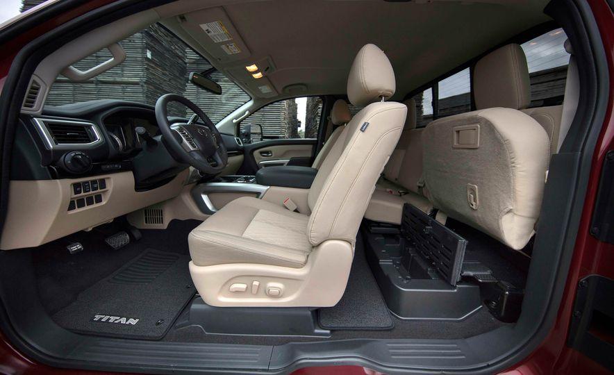 2017 Nissan Titan King Cab - Slide 17