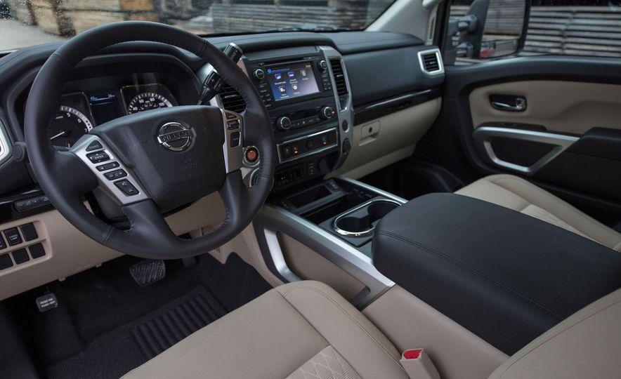 2017 Nissan Titan King Cab - Slide 18