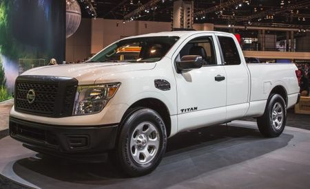 nissan titan reviews nissan titan price photos and specs car and driver. Black Bedroom Furniture Sets. Home Design Ideas