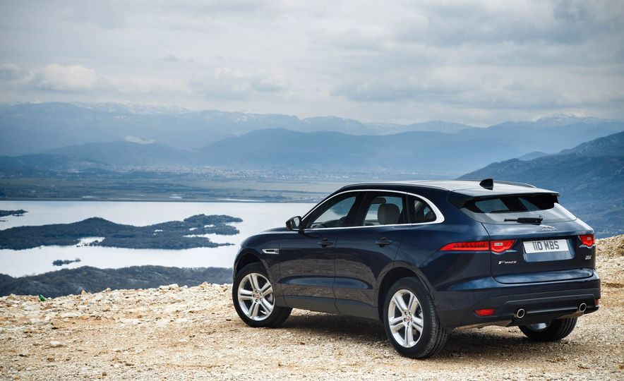 2018 Jaguar E-Pace - Slide 17
