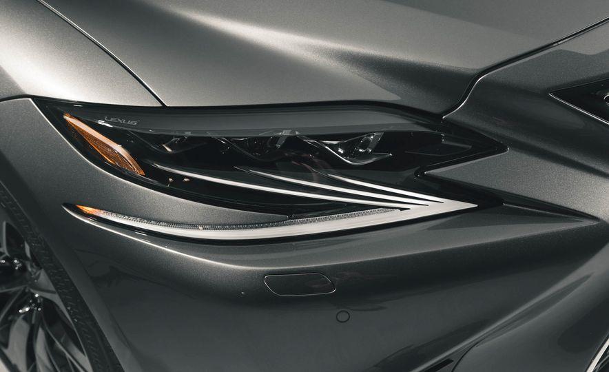 2018 Lexus LS500 - Slide 20
