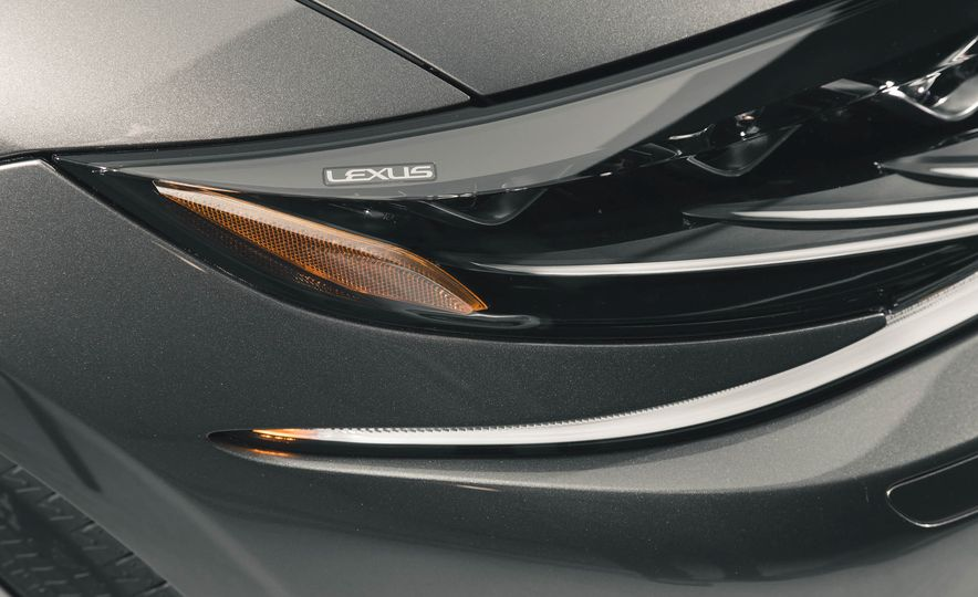 2018 Lexus LS500 - Slide 21