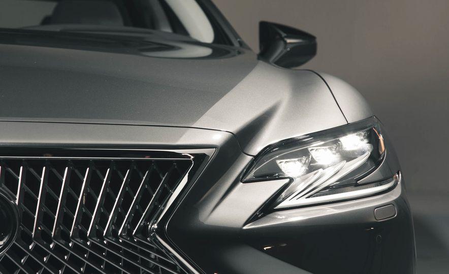 2018 Lexus LS500 - Slide 22