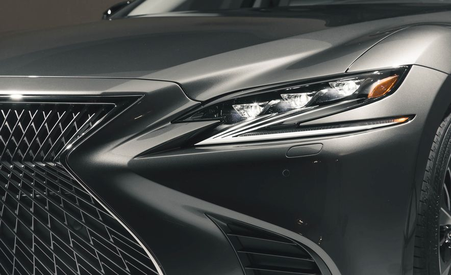 2018 Lexus LS500 - Slide 23
